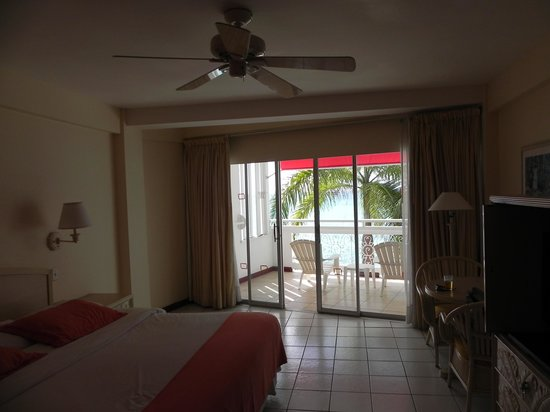 Royal Decameron Montego Beach: Our 3rd floor room 316 King Size Bedroom