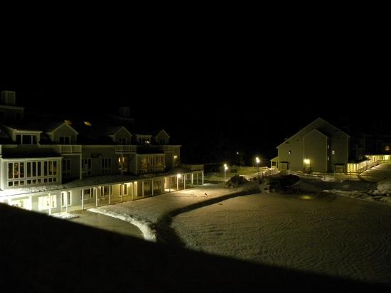 Holiday Inn Club Vacations Mount Ascutney Resort: The Resort at Night