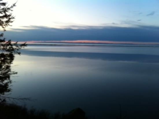 Juan de Fuca Cottages: Sunset at JdF Cottage
