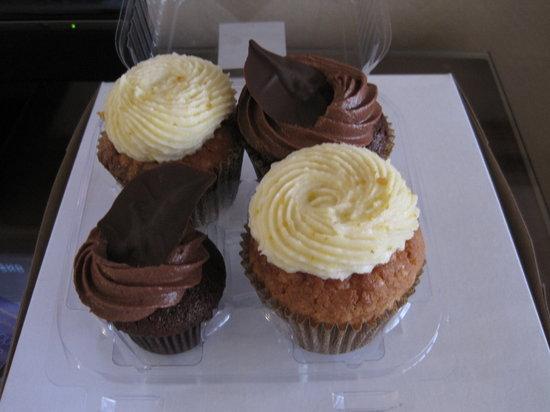 Cups Organic Cupcakes: A boxful of yumminess