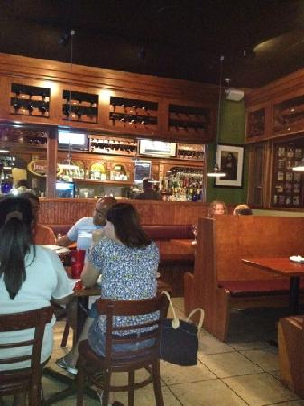 Mona Lisa Italian Restaurant Plenty Of Booths To Enjoy With A Very Nice Bar Section