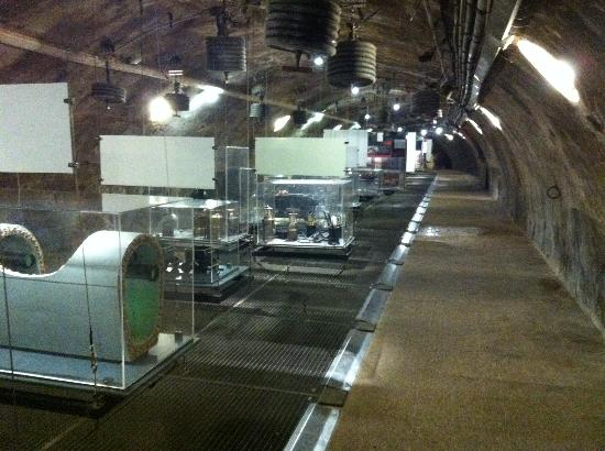 Musee des Egouts de Paris: Lots of exhibits. Yes, that's what you think under the grate...