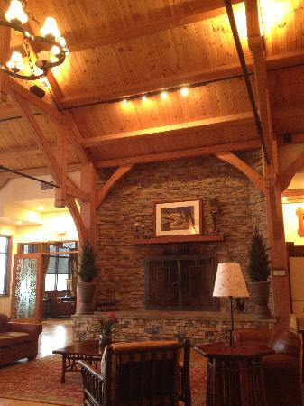 Stonewall Resort: The real wood fireplace in the lobby.