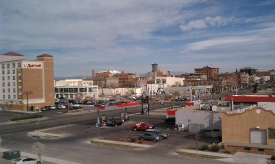 SpringHill Suites Pueblo Downtown: View from front of Cambria