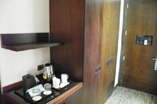Hilton Garden Inn Santiago Airport: coffee next to closet (room safe,  ironing board inside closet)