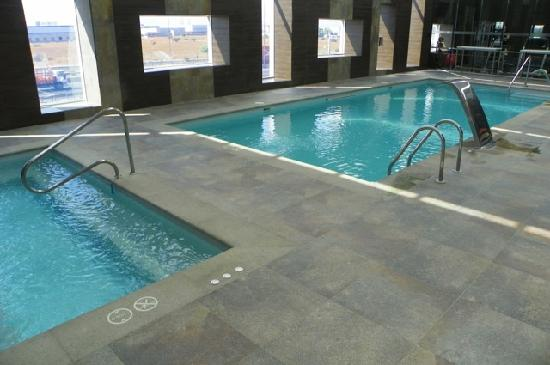 Hilton Garden Inn Santiago Airport: another view of the pool (exercise room at other end)