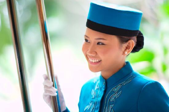 Edsa Shangri-La: Service with a smile
