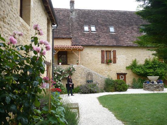 La Licorne : Courtyard views 1