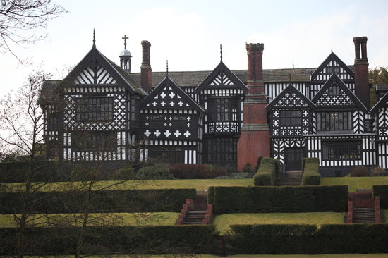 ‪Bramall Hall & Park‬