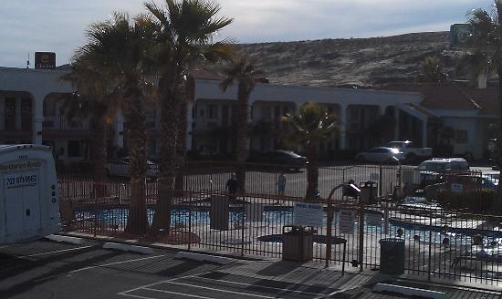 St. George Inn & Suites: Outdoor pool is quite large