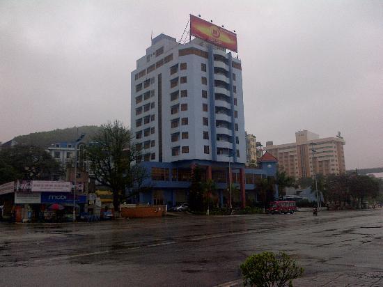 Van Hai Hotel : 青く塗りなおしたらしい