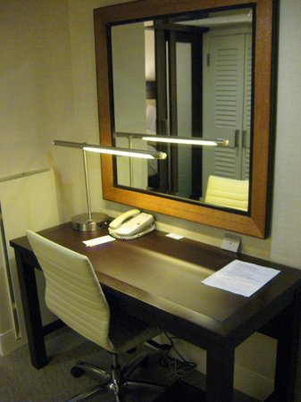 DoubleTree by Hilton - Washington DC - Crystal City: Workspace, Suite 461