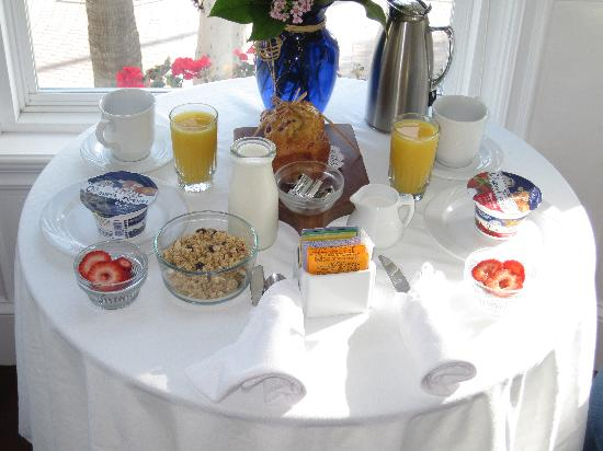 Snug Harbor Inn: Breakfast