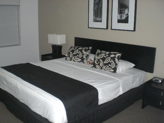 Chancellor Lakeside Apartments: Bed