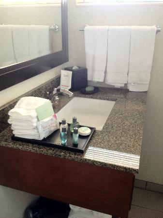 West Beach Inn, a Coast Hotel: Bathroom