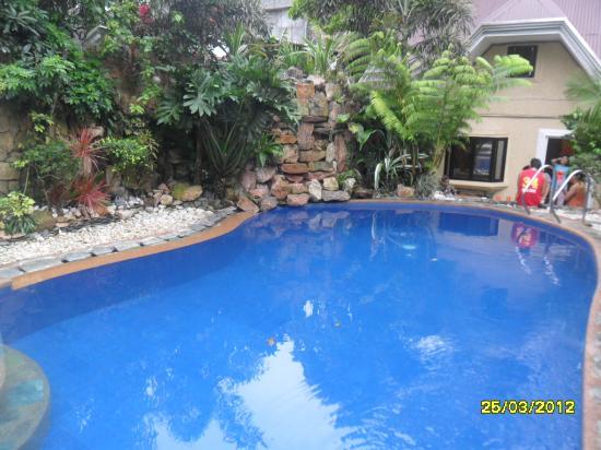 Keni Po: nice pool