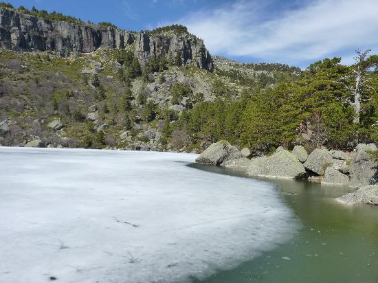 Molinos de Duero, สเปน: la laguna negra helada