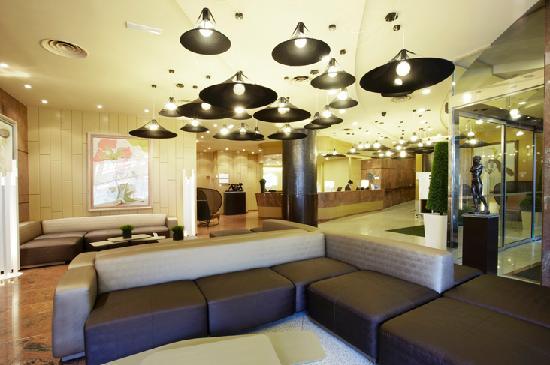 Holiday Inn Andorra: Hall