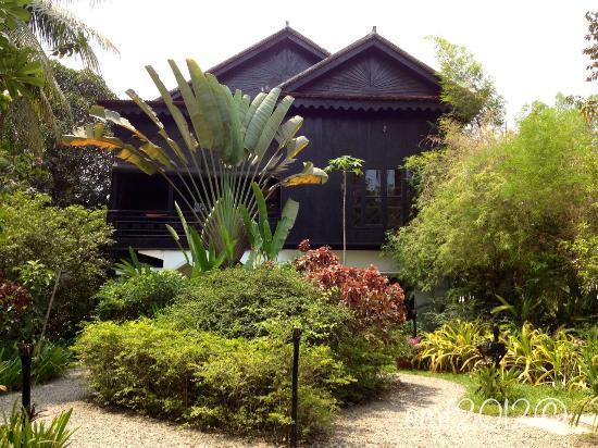 โรงแรมลา เมซอง ดังกอร์: View from the Main Entrance