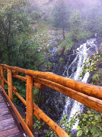 Natural Park Mont Avic: Cascatella all'inizio del parco.