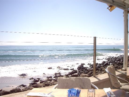 Burleigh Heads Beach: Breakfast on The Rocks