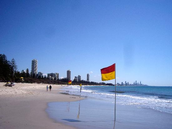Burleigh Heads Beach : Looking North towards Surfers Paradise