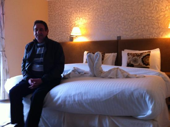 The Boat Hotel: John tests the super large bed