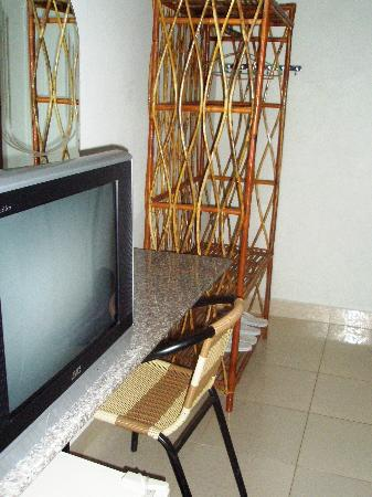 Zana House: TV and clothes rack