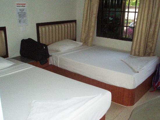 Zana House: Twin bedroom