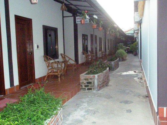 Zana House: The exterior