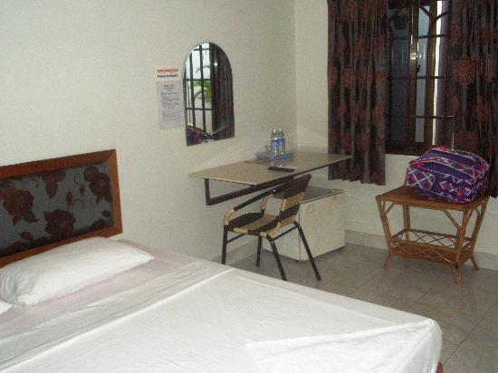 Zana House: The big bedroom