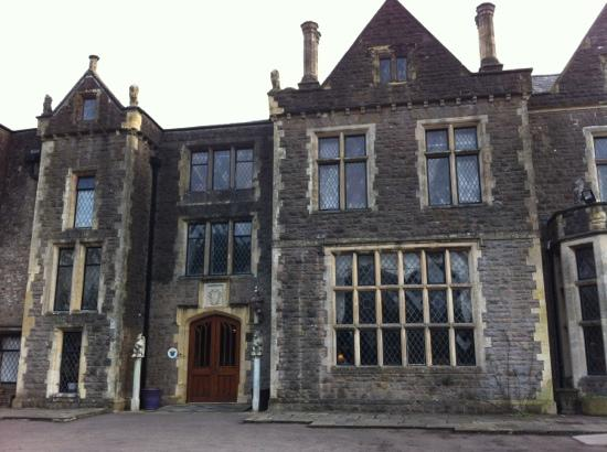 Miskin Manor Hotel and Health Club : frontage