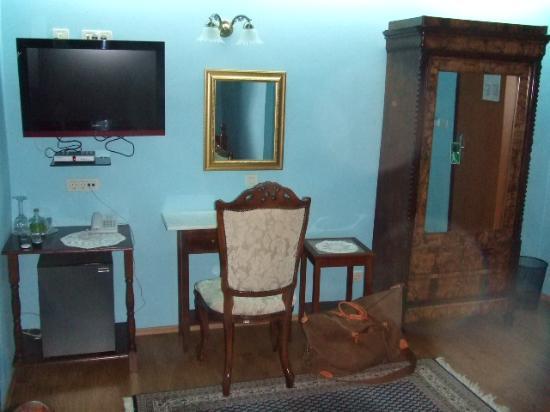 Hotel Pasike: furniture