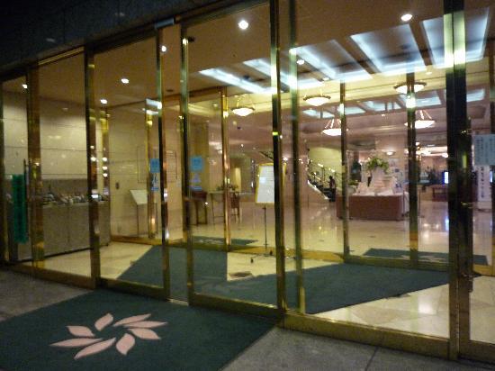 Hotel Cadenza Hikarigaoka : ホテルの入り口です。