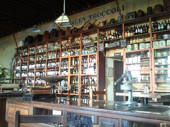 Tabacos y Vinos: El bar