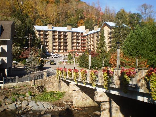 Quality Inn & Suites Gatlinburg: THe awesome location at light #2