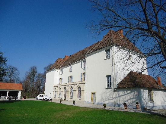 Chateau de Matel : La Cour d'entrée