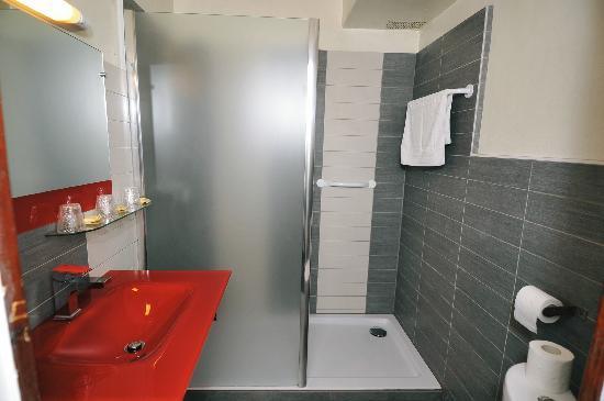 Hotel Le Chardon Bleu: salle de bain chambre superieure