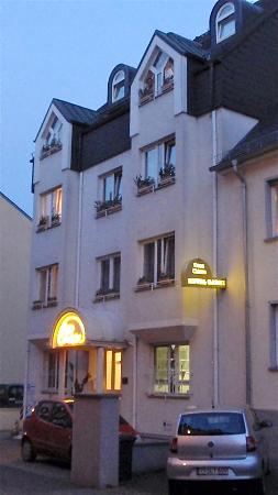 Hotel Garni Casa Chiara: FRONT OF HOTEL