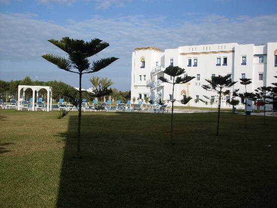 Moussafir Essaouira Hotel: Piscina y habitaciones