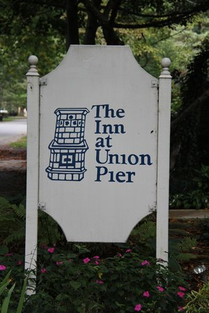 Inn at Union Pier: Can't miss the sign!