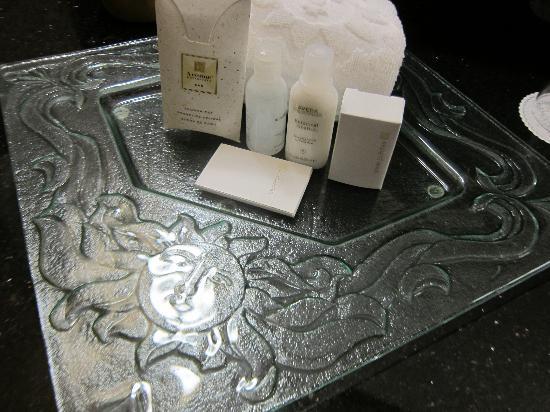 Hotel Le Soleil: bathroom amenities