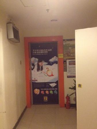 7 Days Inn (Beijing Dongzhimen): elevator