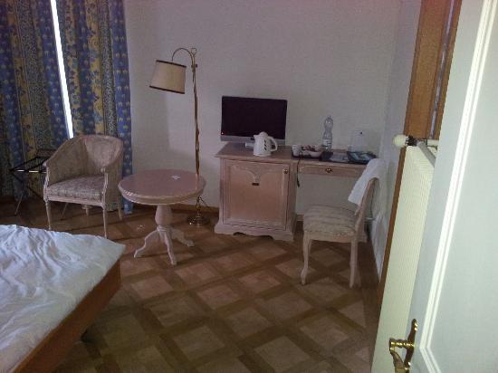Carlton-Europe Hotel: ROOM