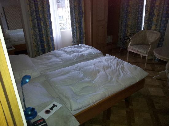 Carlton-Europe Hotel: BED