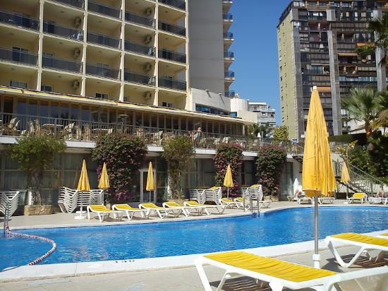 Hotel RH Princesa: The Pool in March 2012 (cold)