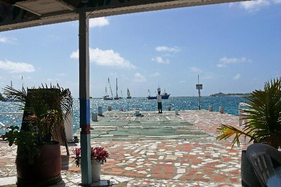 Lambi's Guest House: view from the restaurant onto the pier