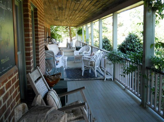 Monteagle Inn & Retreat Center: Front Porch