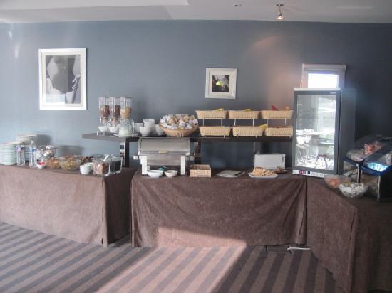 Quality Only Suites CDG Airport : La salle du petit déjeuner