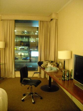 Holiday Inn Santiago Airport: the room facing the airport